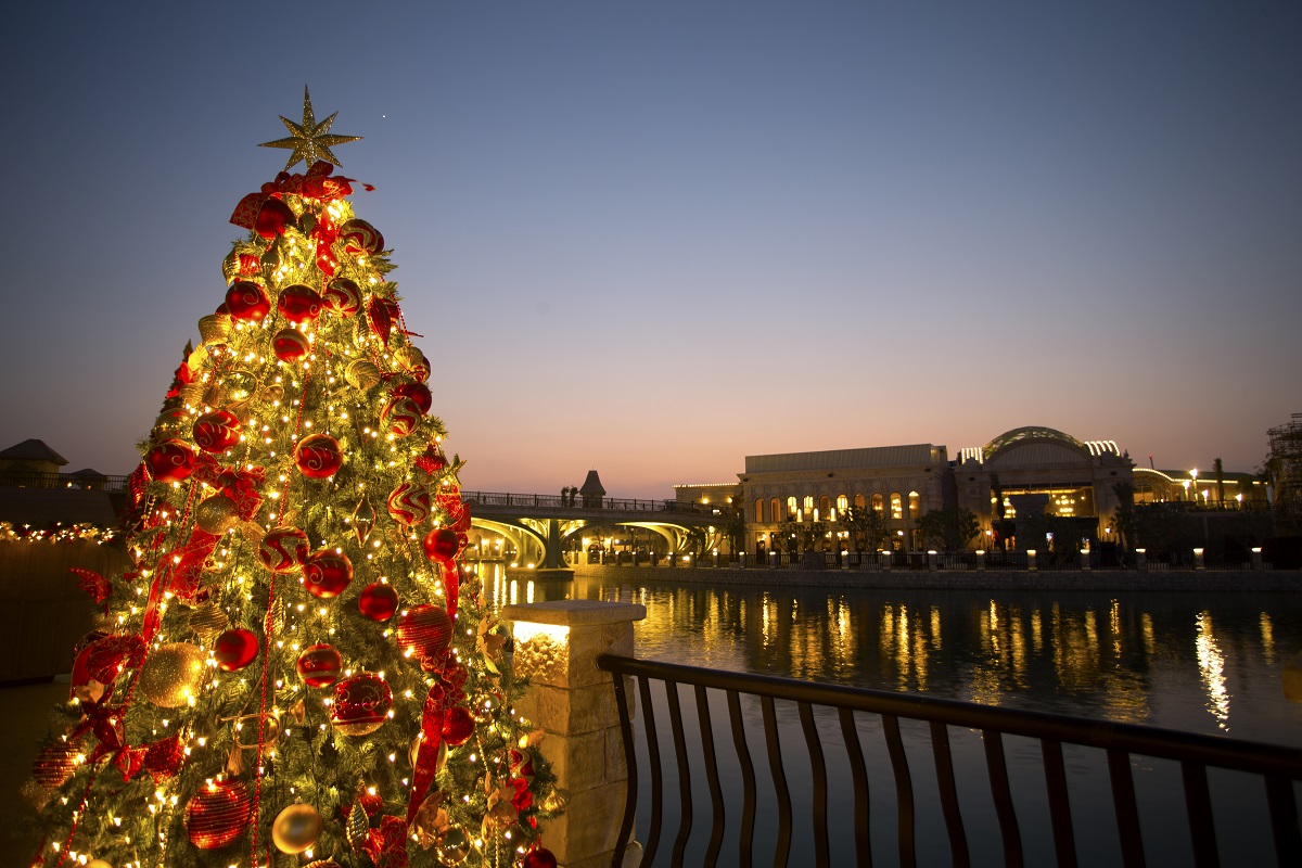 FESTIVE ON THE RIVER